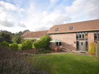Bramble Barn:17th Century Barn Conversion: wood burner and fully enclosed garden