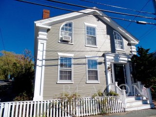 68 Union Street - House, Nantucket, MA