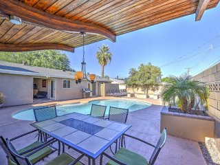 Old Town Sleep 24 Party Pad by Scottsdale Stays ❤️ Heated Pool-Spa-Fire Pit.