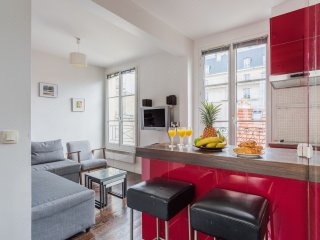 33. LOVELY FLAT IN THE HEART OF LE MARAIS - BY PLACE DES VOSGES!
