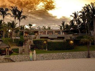 LOCATION!!! LOCATION!!!! LOCATION!!!! Ocean Front Villa
