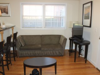 The Jenee-One Bedroom Apartment #3-FREE PARKING