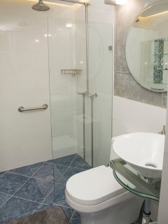 A nice cristal clear shower cabinet with hot water and rain drop shower head