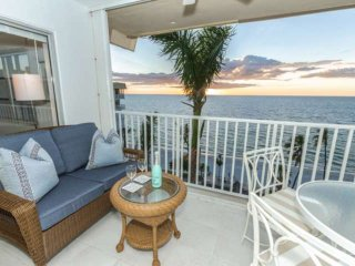Continental Club-Luxuriously Renovated Beach Front 8th Flr. Condo w/amazing Gulf