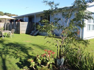 2 Dixon st, Surf Beach - SURF BEACH ESCAPE