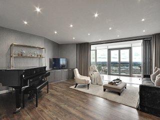 Luxurious 2 bed, 2 bath, parking Penthouse Apt