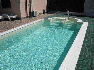 villa Miky con piscina, wifi, 5 letti, aria condizionata, 5 minuti dal mare