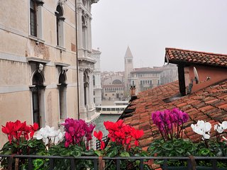 Perfect Venice Canal Views-Balcony-Less Touristy