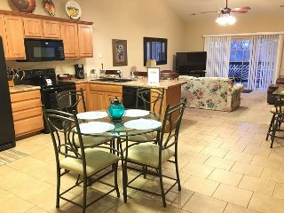 3 BR, 2 Bath Upper Level Condo on Table Rock Lake with Dock Access & NETFLIX