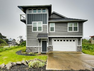Modern oceanfront home w/private hot tub and space for the whole family!
