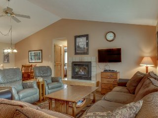 Cozy home w/ private hot tub, SHARC passes & entertainment!