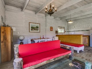 Cabana rustica con terraza y patio - Dog-friendly cottage with deck and yard
