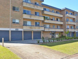 3 'Silvana Court', 26 Ajax Avenue - neat unit with air conditioning