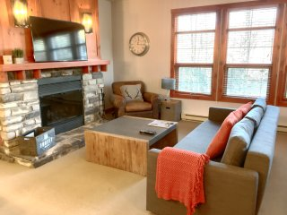 1 BDRM MOUNTAIN OASIS *GOLF*SPA*SAUNA*FIREPLACE*STEPS TO VILLAGE*