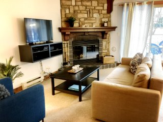 SUPERB 1 BDRM CONDO *SKI-OUT*FIREPLACE*GOLF*STEPS FROM VILLAGE