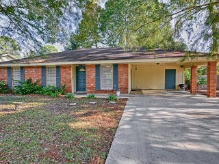 3BR Cajun Home in Bayou Country, Near River Ranch!