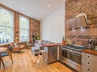 Distinctive, stylish home in central London