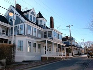 8 Cliff Road, Nantucket, MA