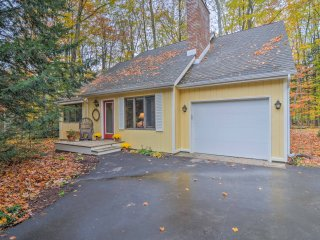 Extra-Clean Cozy Cottage near Harbor Springs!