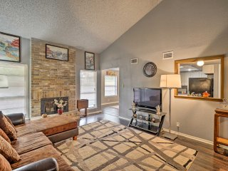 NEW! Chic 3BR San Antonio Townhome w/Private Yard!