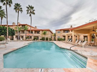 NEW! 2BR Phoenix Condo w/ Pools & Jacuzzi Access