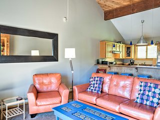 Crested Butte Townhome w/ Mtn Views - Near Shuttle