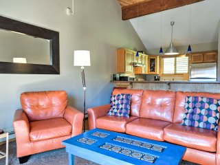 Townhome w/ Views - Walk to Crested Butte Lifts!