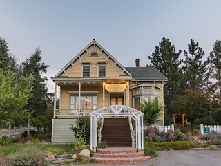 Gorgeous Victorian - Walk to Downtown Truckee!