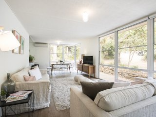 Twiggy * Anglesea: renovated 1960's gem