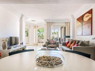 Fuente Aloha 2BR Apartment, Heated Pool