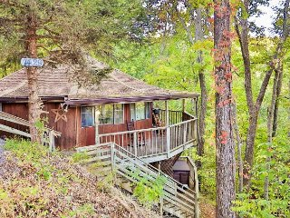 3BR Circular Chalet in the Woods w/ Hot Tub, Deck, Smoky Mountain Views