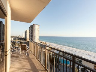 Airy 3BR with Gulf Views for Miles, Private Patio & Onsite Amenities