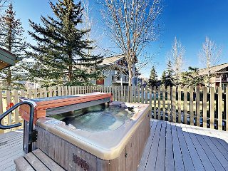 2BR Condo w/ Hot Tub & Private Patio – Close to Lifts