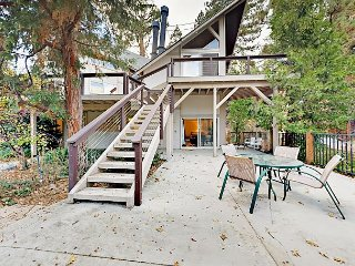 Contemporary, Multi-Level 4BR Mountain Getaway, Steps to Lake Arrowhead