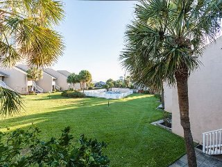 2BR Condo Walking Distance to Beach – Close to Restaurants, Shops, and Fun