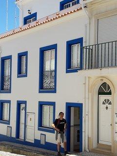 Façade de la maison, l'appartement est au 2e etage avec terrasse