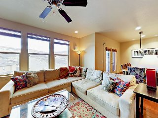 Refined 4BR Home w/ Mountain Views From Hot Tub - 9 Mins From Deer Valley