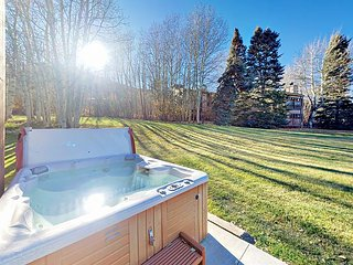 2BR+ Townhouse w/ Hot Tub - Walk to Park City Lifts