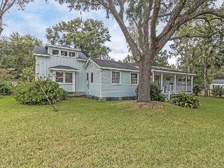 3BR Coastal Cottage w/ Lush Garden & Koi Pond, Minutes to Downtown & Beaches