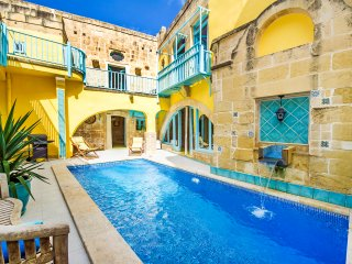 Babouche, an artists' farmhouse of 17cty with pool in Gozo village Gharb center!