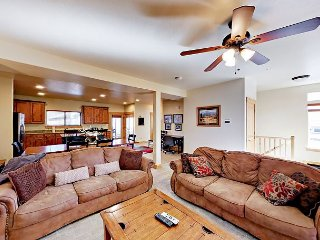 Big 4BR Home w/ Private Hot Tub & 4 Flat Screen TVs –  Minutes to Park City