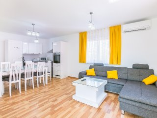 Dragan 3 1.KAT apartment with 4 stars for 6-8 people