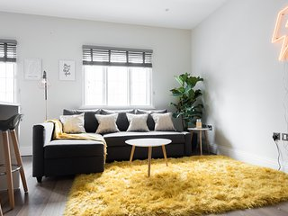 The Soho Studio - Modern & Bright 2BDR in Central London