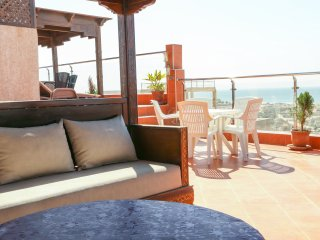 Luxury Apartment Overlooking the Beach!