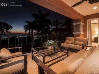 Luxurious Penthouse Bay Residence 10D. ~ RA73991