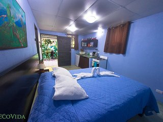 EcoVida Cabinas -  Only a 5 min walk to the Beach!