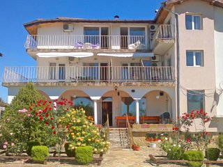2 Bedroom Apartment in Charming Seaside Guesthouse