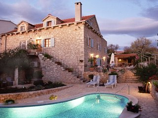 Luxury Villa Splendida with pool by the sea in center of Milna on Brac