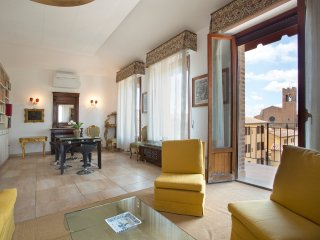 MATTEOTTI EXCLUSIVE - 3bd + 2 futon elegant apartment