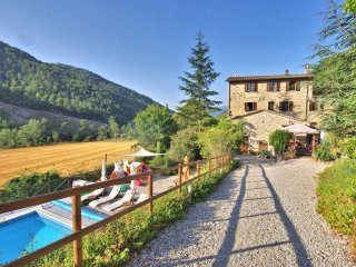 Farmhouse Apartments with Pool in Quiet Rural Location - Rancale